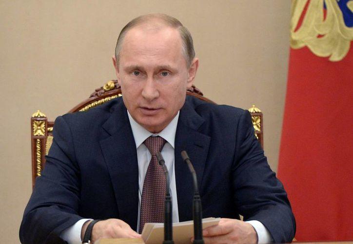 El presidente ruso Vladimir Putin, quien aparece durante una reunión del Consejo de Seguridad en Kremlin, felicitó al presidente estadounidense Barack Obama por el Día de la Independencia norteamericana. (Foto: AP)