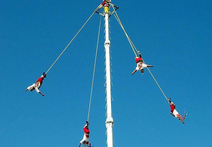 Desde 2009 El Ritual de los Voladores de Papantla es considerado por la Unesco Patrimonio Intangible de la Humanidad. (SIPSE)