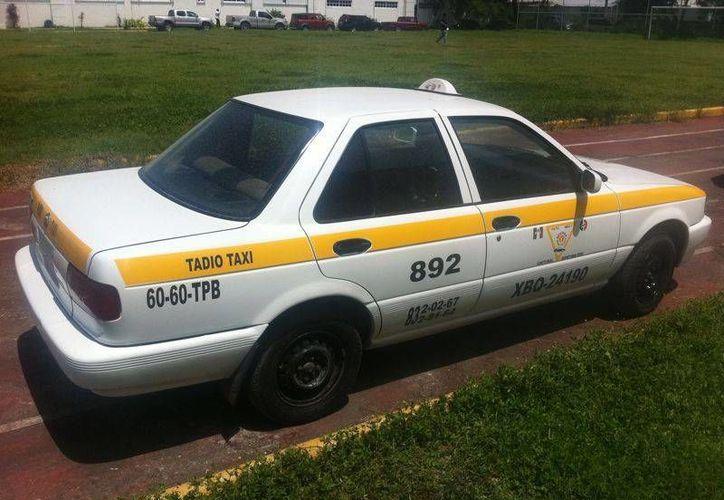 La PGJE aseguró el taxi 892, que contaba con reporte de robo. (Archivo/SIPSE)