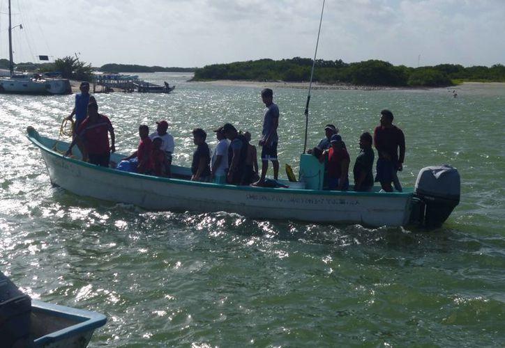 El curso busca que los pescadores sepan qué hacer ante una descompresión. (Manuel Pool/SIPSE)