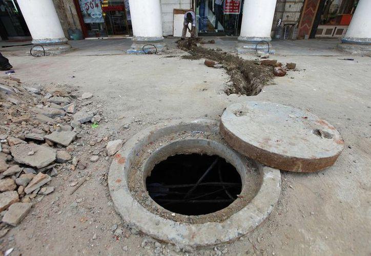 La ley de 2013 califica como 'deshumanizante' el trabajo de limpieza de fosas y alcantarillas, y establece que se basa en un 'sistema de castas muy perverso'. (AP)