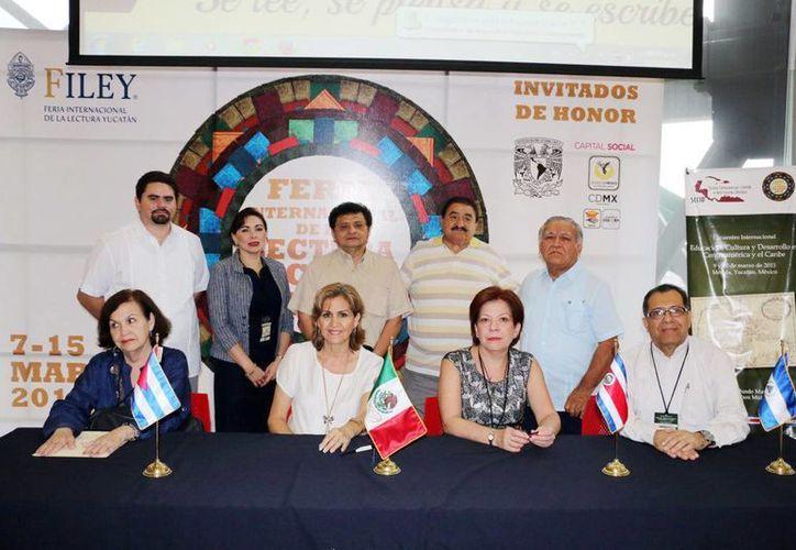 Imagen de los participantes en el Encuentro Internacional sobre Educación, Cultura y Desarrollo en Centroamérica y el Caribe. (Milenio Novedades)