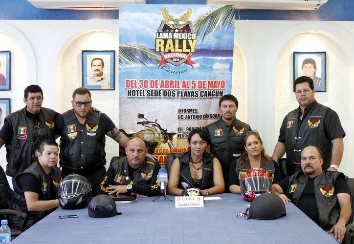 Conferencia de prensa ofrecida por los organizadores del Rally Nacional de motociclismo. (Francisco Gálvez/SIPSE)
