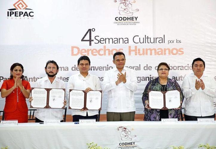 Diversos organismos e instituciones de Yucatán firmaron el convenio. (SIPSE)