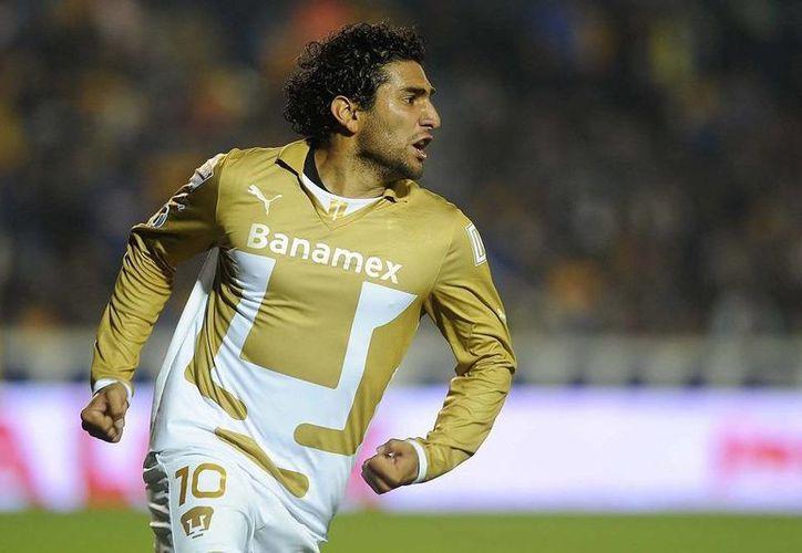 Martín Bravo, el jugador del partido: anotó los dos goles que le dieron la primera victoria del torneo a Pumas de la UNAM. (NTX)
