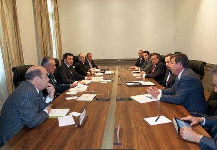 Osorio Chong se reunió con los gobernadores de Colima, Jalisco, Guanajuato, Edomex y Querétaro para tomar medidas conjuntas respecto a la violencia en Michoacán. (Milenio)