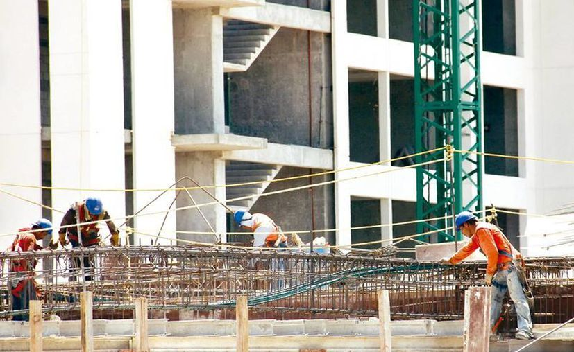 La construcción de edificios en Yucatán ha incrementado los accidentes laborales, incluso muertes. (Milenio Novedades)