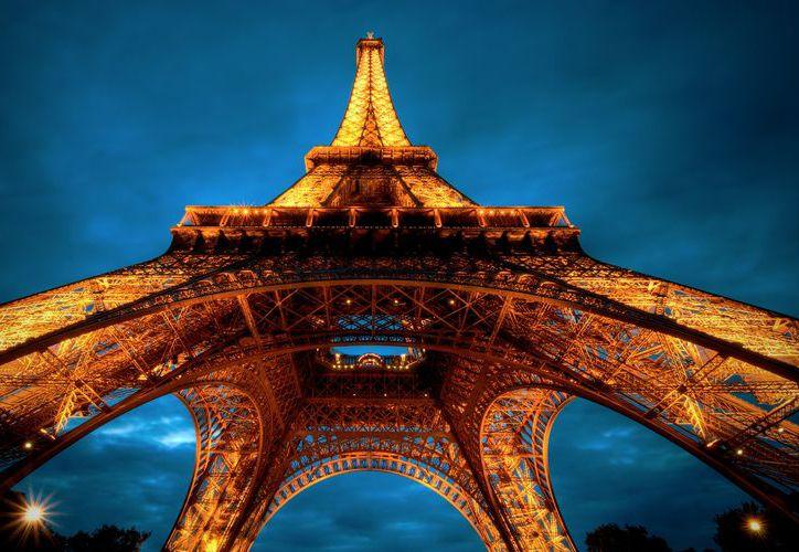 La Torre Eiffel recibió casi 7 millones de visitantes en 2015. (La otra ruta).