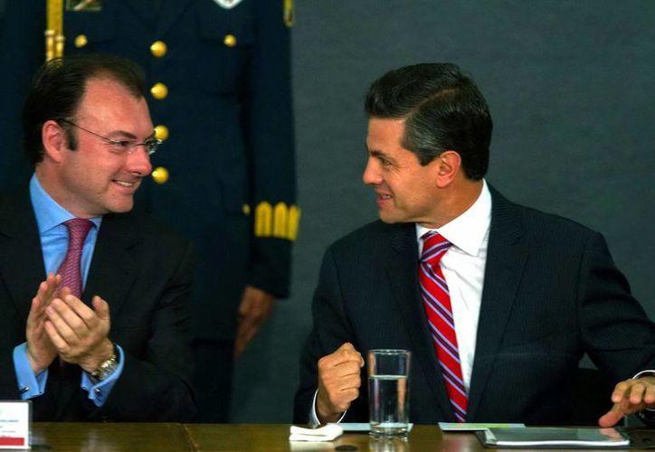 El secretario de Hacienda,  Luis Videgaray, y el presidente Enrique Peña durante el anuncio de la nueva Política Nacional de Vivienda. (Notimex)