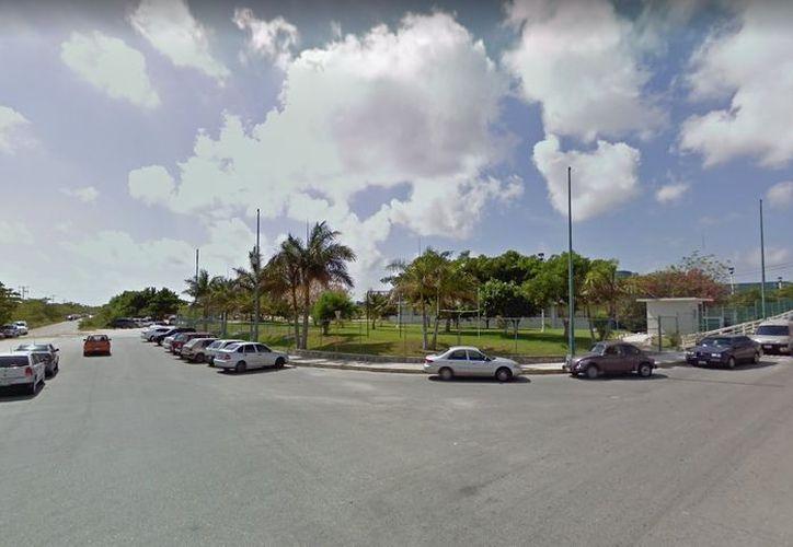El grupo de asaltantes irrumpió en las instalaciones de la Universidad Tecnológica de Cancún. (Eric Galindo/SIPSE)