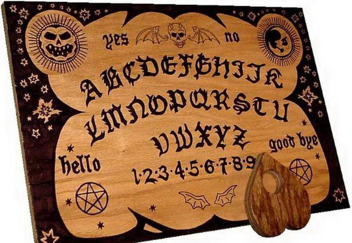 Jugar con la tabla Ouija puede tener consecuencias negativas. (Jorge Moreno/SIPSE)