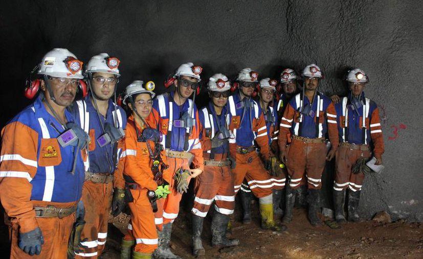 Verónica Ruiz Gutiérrez confiesa que al comenzar a trabajar en las minas, sus compañeros la veían con recelo. Hoy, goza de su aprecio y respeto. (Notimex)