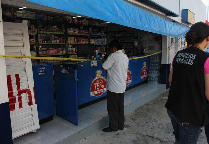 Dos hombres atracaron una farmacia Similares en el centro de Mérida y huyeron con unos mil pesos. (Aldo Pallota/SIPSE)