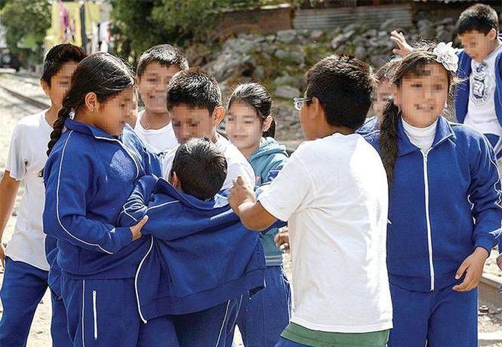 El bullying es un problema bastante complejo, ya que se presentan factores como la pasividad de los espectadores, la falta de imposición de límites hacia los agresores por parte de las autoridades escolares y sus familias. (Archivo/ Excelsior)