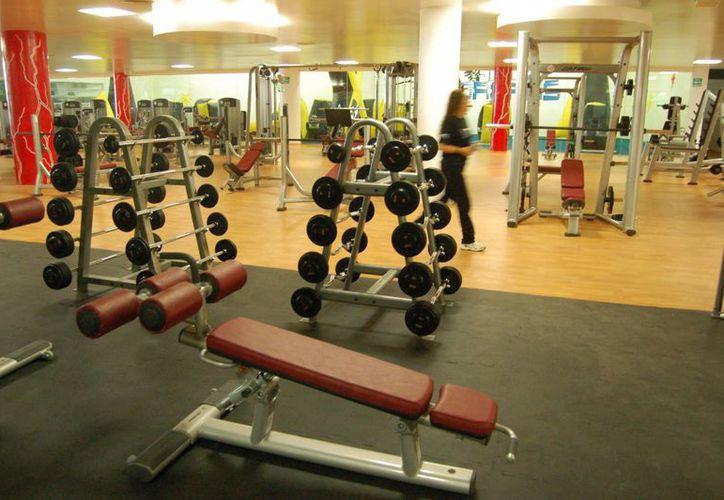 Actualmente hay alrededor de 150 gimnasios legalmente establecidos en Cancún. (Israel Leal/SIPSE)