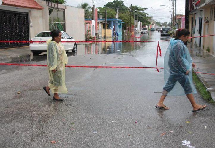 Evitan la circulación vehicular en zonas inundadas. (Julián Miranda/SIPSE)