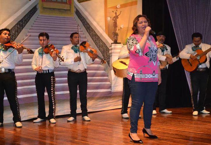 """En Cozumel celebraron el 14 aniversario de la Peña Romántica """"Ariel Burgos Ortiz"""". (Redacción/SIPSE)."""
