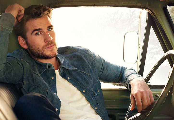 Liam Hemsworth no suele compartir candentes momentos como este. (Contexto/Internet).