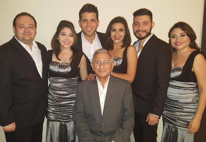 El Grupo Universitario Atril 6 realizará su tradicional concierto navideño donde lo acompañaran 10 músicos de la Orquesta Sinfónica de Yucatán. (SIPSE)