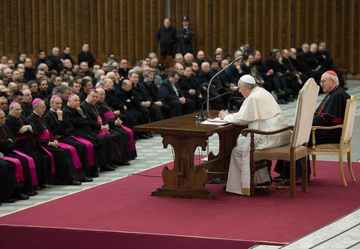 El Papa Francisco hizo una polémica confesión ante los miembros del clero de Roma. (Agencias)