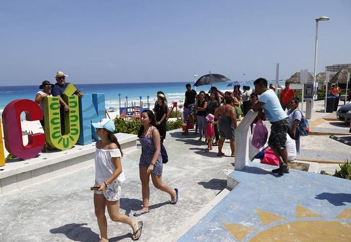 El actual horario de Quintana Roo genera recuperación turística. (Redacción)