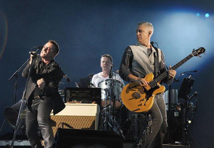 Bono, The Edge y Larry Mullen se animaron a cantar 'Desire' en un restaurante playero mexicano. (rockfm.mx/Foto de contexto)