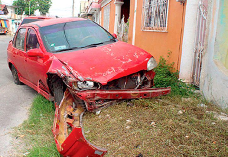 El percance ocurrió a las 8:35 horas, cuando la conductora del Monza se dirigía a su domicilio a descansar, luego de su jornada laboral. (Foto: Redacción / SIPSE)