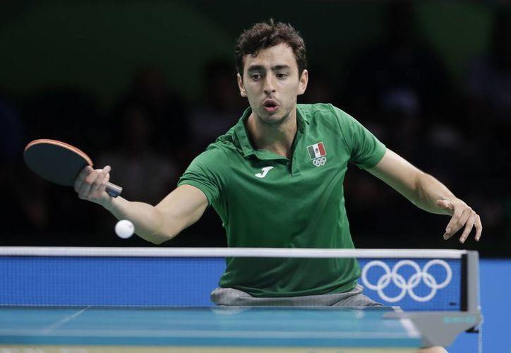 Marcos Madrid fue eliminado en la primera ronda del tenis de mesa. (AP/ Petros Giannakouris)