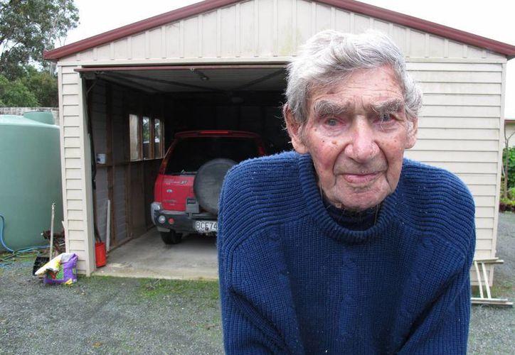 Edwards conduce tres veces a la semana hasta una tienda a 15 kilómetros. (Agencias)