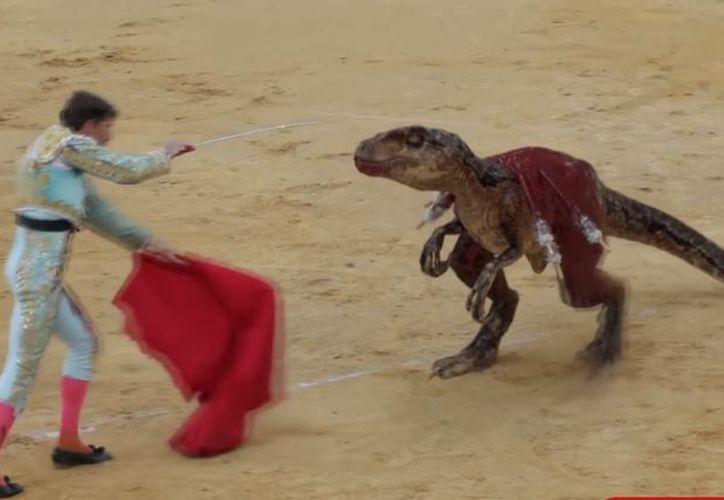 Una ONG realizó una ingeniosa campaña contra la tauromaquia, en donde sustituye a los toros por dinosaurios. (Impresión de pantalla)