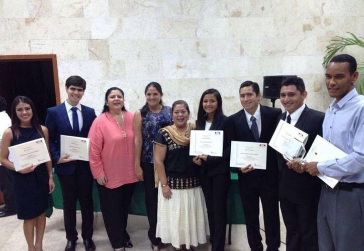 Grupo de modelistas ganadores del Concurso de Litigación Oral en Coahuila. (Facebook/Derecho y Políticas-Unimodelo)