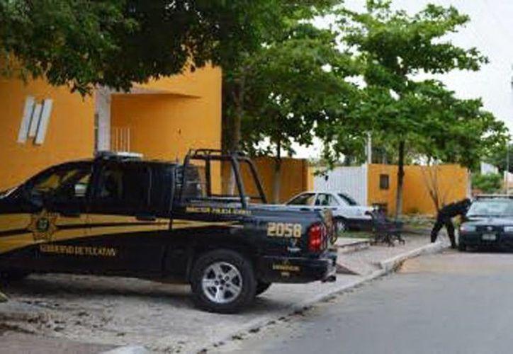 Elementos de las policías estatal, municipal y de la Fiscalía arribaron a las bodegas de la Pepsi para iniciar las indagatorias del atraco. (Milenio Novedades)