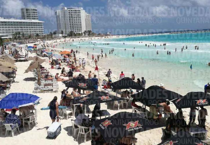 La dependencia estimó que la afluencia de bañistas en estas playas oscila entre 3 mil y 4 mil personas diariamente. (Alejandro García/SIPSE)