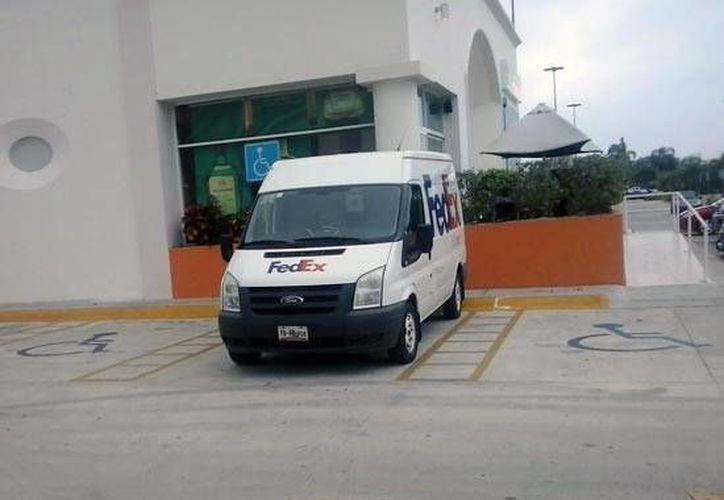 Para ocupar un lugar de estacionamiento para discapacitados se debe contar de manera obligatoria con el tarjetón, que se tramita en la SSPyT. (Foto de Contexto/Internet)