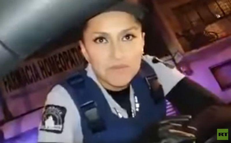 Conductor le dice guapa a una oficial; evita multa — Alcoholímetro