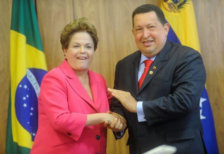 Hugo Chávez y Dilma Rousseff durante una ceremonia oficial el 31 de julio de 2012, en el Palacio de Planalto, en Brasilia. (EFE)