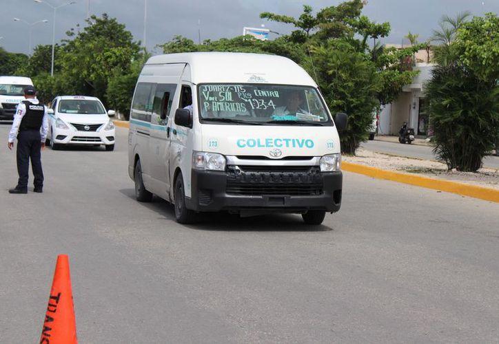El Ayuntamiento aporta dos unidades de transporte gratuito para estudiantes (Foto: Adrián Barreto)