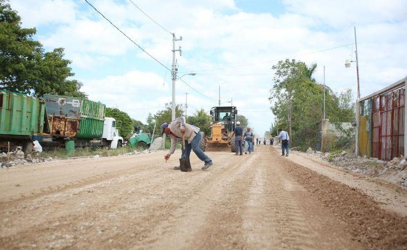 Las brigadas de Obras Públicas trabajan en diversos puntos de la ciudad. (Novedades Yucatán)