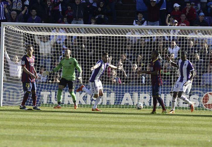 Rossi festeja el gol que le da un respiro al Valladolid en su lucha por no descender. (Foto: EFE)