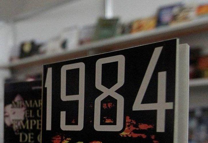 '1984' de George Orwell narra la historia de un gobierno autoritario que impone una vigilancia masiva a los ciudadanos. (EFE)