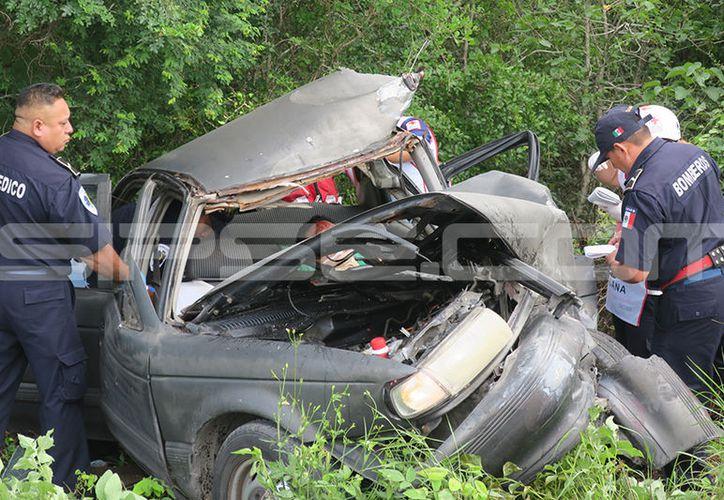 Brutal choque en la Mérida-Tetiz terminó con un automovilista prensado. (SIPSE)