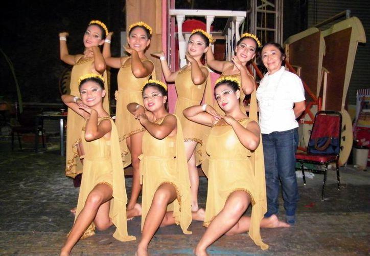 """En el XI Certamen Interamericano de Danzas en Yucatán, en el Teatro """"Armando Manzanero"""" (SIPSE)"""