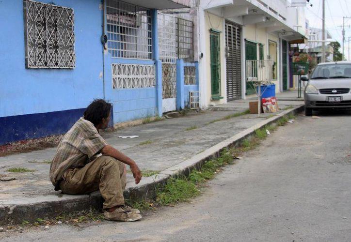 La gran mayoría de los indigentes que hay en la capital del Estado, cerca de 200, según Seguridad Pública, padecen alcoholismo. (Harold Alcocer/SIPSE)