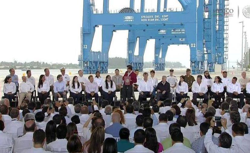 Peña Nieto inauguró el Nuevo Puerto de Tuxpan, en el estado de Veracruz. (Presidencia)