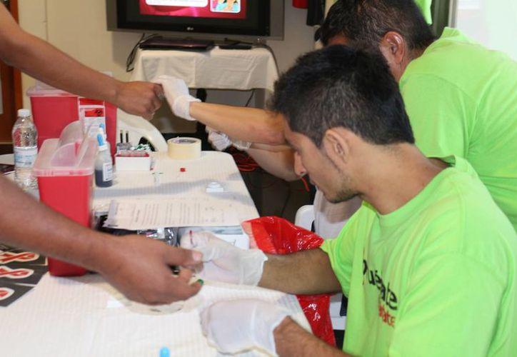 La campaña consiste en realizar pruebas rápidas de detección del VIH en las instalaciones de la CROC. (Adrián Barreto/SIPSE)