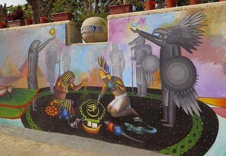 El mural 'Encuentro de las civilizaciones Egipto-México' representa la fusión de dos culturas milenarias con toques de modernismo.(Foto tomada de Milenio Digital)