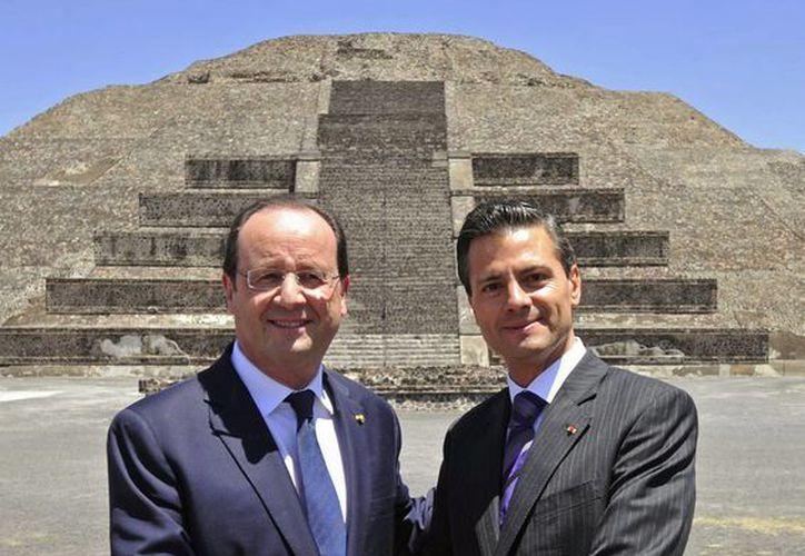 Los presidente de Francia y México, François Hollande y Enrique Peña Nieto, respectivamente, en la zona arqueológica de Teotihuacán. (Notimex)