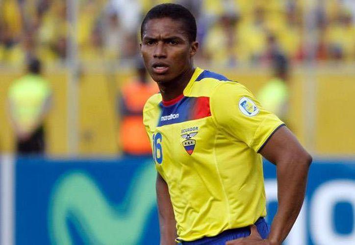 El capitán de la selección ecuatoriana, Antonio Valencia, permanecerá ligado a los 'Red Devils' al menos tres años más. (Facebook)