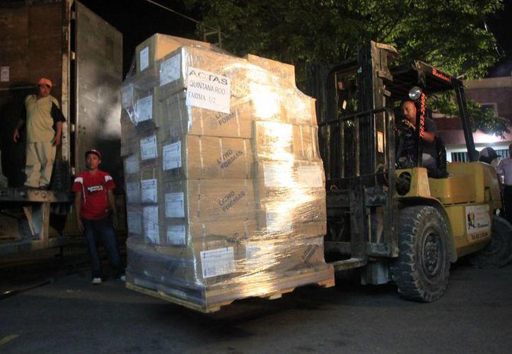 El material electoral es custodiado por elementos de la Policía Estatal de Seguridad Pública. (Harold Alcocer/SIPSE)