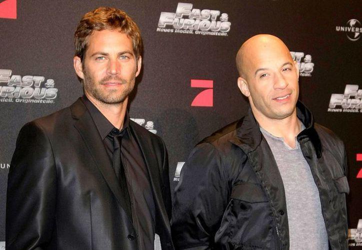 El filme 'The Last Witch Hunter' ha ayudado a Vin Diesel (d) a lidiar con el deceso de su gran amigo, Paul Walker (i). (usmagazine.com)